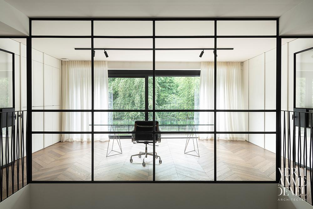 Stalen ramen en deuren + balustrade