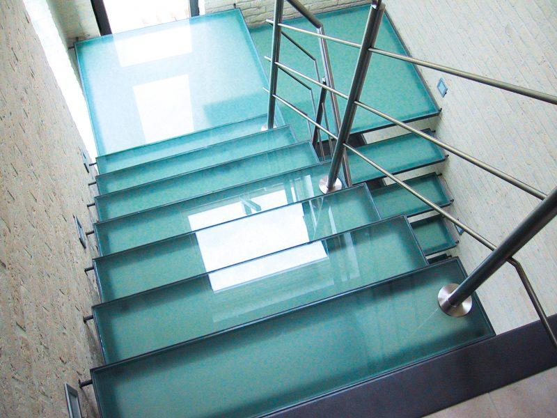 Metalen trappen limburg i stalen trap perfect op maat - Metalen trap ...